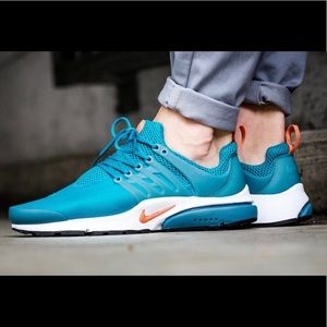 Nike Air Presto Essentials in teal/turquoise